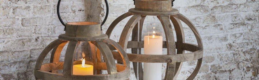 Windlicht Alderney aus Holz, runde Form, mit Glas in der Mitte für Kerze, von Light & Living