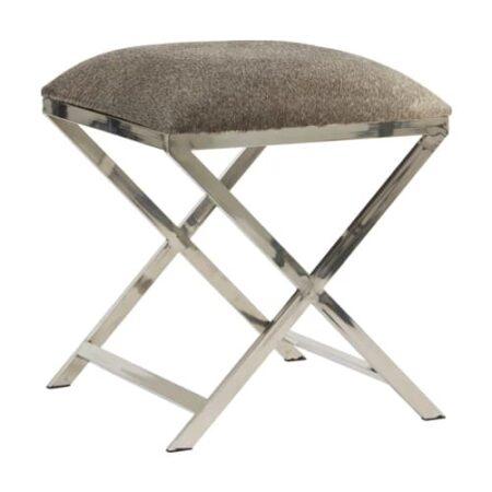 Hocker GRENA mit Sitzfläche in grauem Kuhfell, Füße poliertes Metall von Light & Living