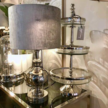 Etagere MANDAL und Tischlampe CADY, Inneneinrichtung von Light & Living