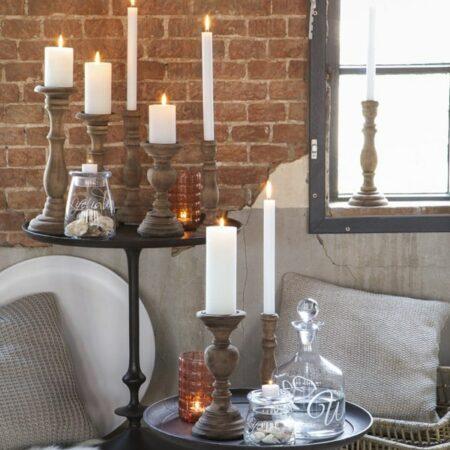 Kerzenständer aus Holz und Kissen in Strick grau von Light & Living