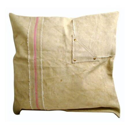 Kissen Canvas in beige mit dünnem roten Streifen von der Marke Light und Living 50x50 cm