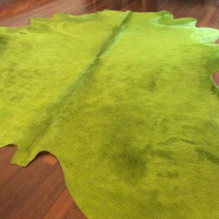Kuhfell Teppich eingefärbt in Limonen Grün