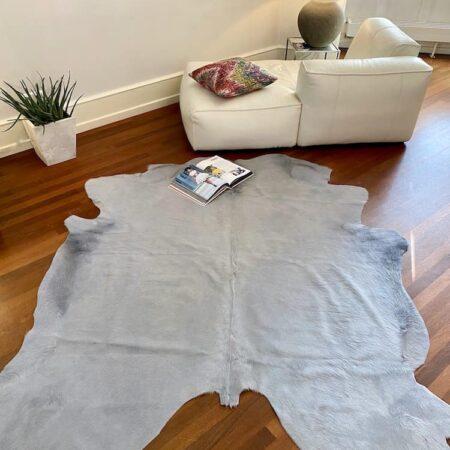 Kuhfell Teppich hell grau, exklusives Fell ca. 5 m² für den Wohnraum