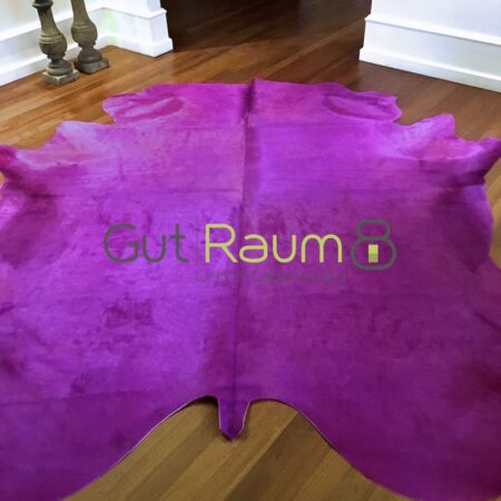 Kuhfell Teppich bunt eingefärbt in cyclam