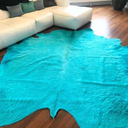 Kuhfell Teppich bunt farbig eingefärbt in Türkis