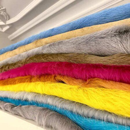 Extravagante und bunte Kuhfell-Teppiche in verschiedenen Farben