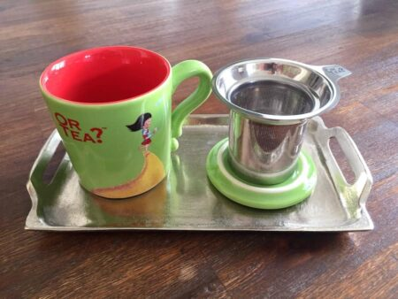Tablett NIBE und Teetasse in grün