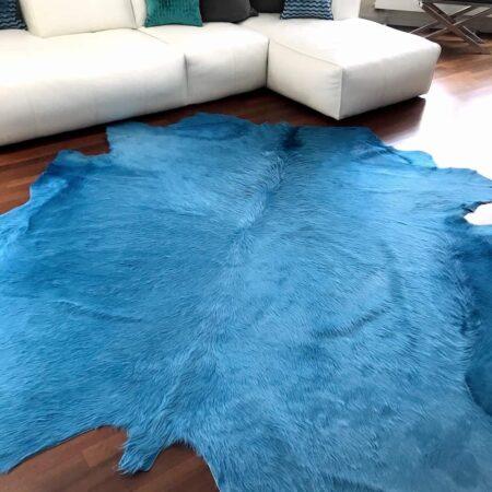 Kuhfell Teppich ca. 5 m² eingefärbt in himmlischem Blau
