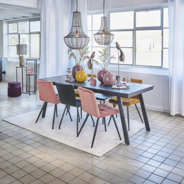 Esszimmer Inneneinrichtung, Esszimmerstühle aus Samt von Light & Living