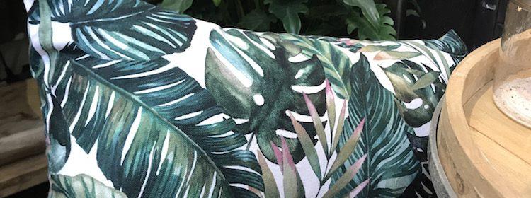 Kissen JUNGLE mit Blattmuster in Grün von Light & Living