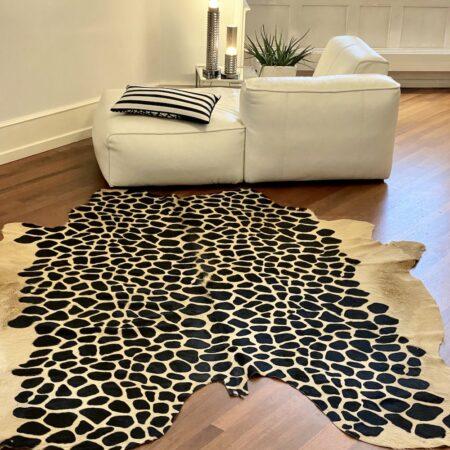 Kuhfell Teppich - Motiv Giraffe, Fell Teppich im Champagner-Ton mit Giraffen-Muster-Druck