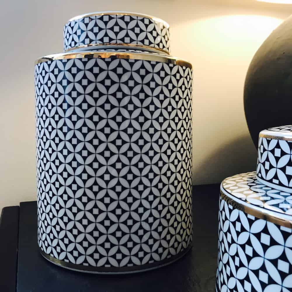 gro e keramikdose cecile schwarz weiss gold gutraum8. Black Bedroom Furniture Sets. Home Design Ideas