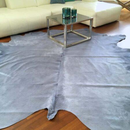 Kuhfell Teppich ca. 5 m² eingefärbt in Glichen Silber Blau