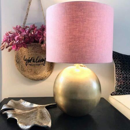 Schale TRAMETE MYRTEL & Tischlampe STRADO, Schale in silber aus Metall und Tischleuchte in Bronze mit rosa Lampenschirm von Light & Living