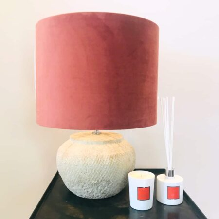 Tischlampe VERTAS - Lampenfuss Feinkeramik in antik grau - Lampenschirm aus Samt in dusty pink