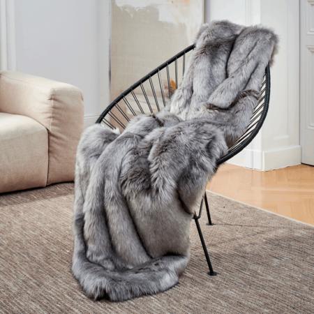 CARMA DECKE FUCHS silber, Luxusdecke aus Webpelz, Schurwolle und Kaschmir von CARMA in silber grau