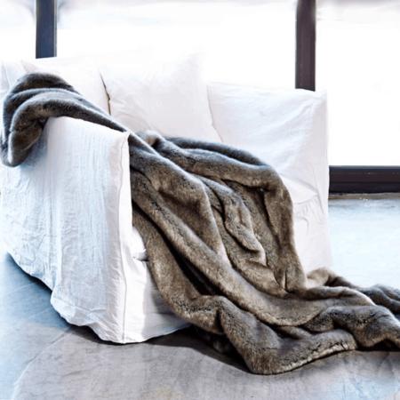 CARMA Decke 'Plaid WEASEL smoke' kitt, Luxusdecke aus Webpelz, Schurwolle und Kaschmir von CARMA
