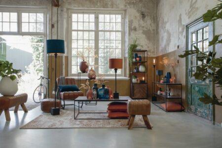 Möbel und Dekoration, Inneneinrichtung aus Holz. Metall und Leder von Light & Living