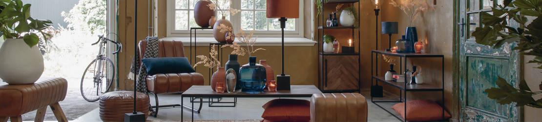 Möbel & Inneneinrichtung, Couchtische, Beistelltische, sowie Stühle, Esszimmerstühle, Sessel & Loungesessel