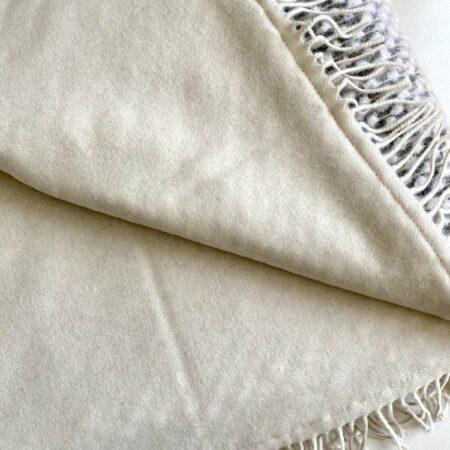 CARMA Decke PREMIUM PLAID Mohair, Tagesdecke aus Mohair, Schurwolle und Kaschmir von CARMA in grau weiss