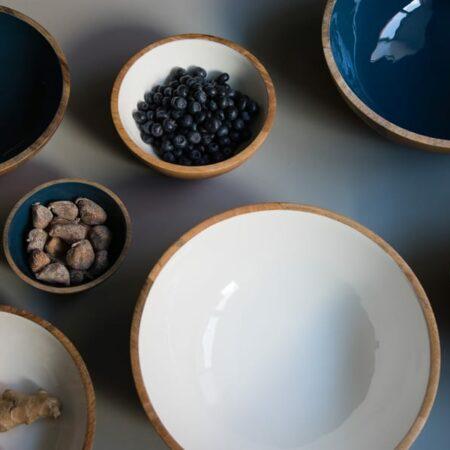 Dekoschalen in blau und weiß aus Holz von Light & Living