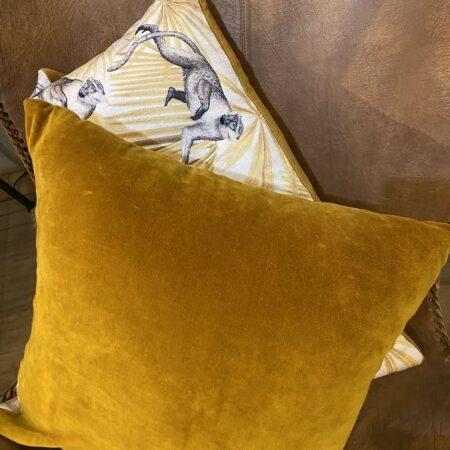 Kissen MONKEY 45x45cm, Zierkissen mit Motiv Affe in weiß und ocker von Light & Living
