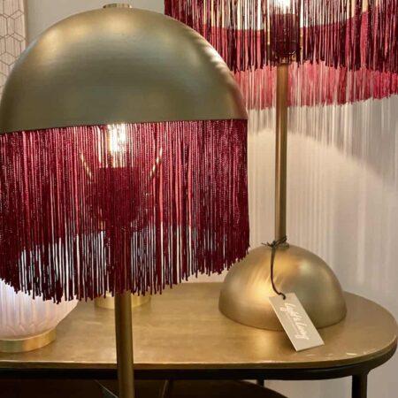 Tischlampe OIVA rot, bronzefarbene Leuchte mit roten Fransen von Light & Living