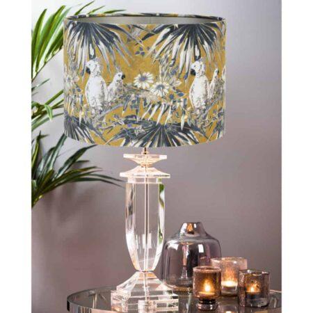 Tischlampe HORNOVAN Papagei, Luxus Leuchte aus Glas mit samt Lampenschirm in ocker und Papageien darauf von Light & Living