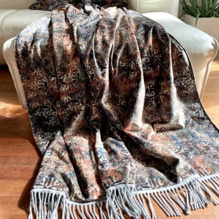 Decke & Kissen 'Happy Plaid' Ornament, Carma Decke mit Ornamenten. Das Plaid ist aus Samt, Futter Cashmere / Wolle
