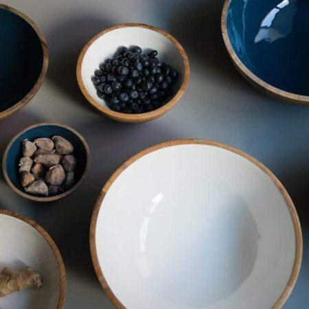 Dekoration, Dekoschalen in verschiedenen Größen und Farben