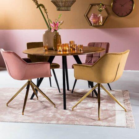 Esszimmer, Runder Esstisch Akazien Holz und Esszimmerstühle aus Samt von Light & Living