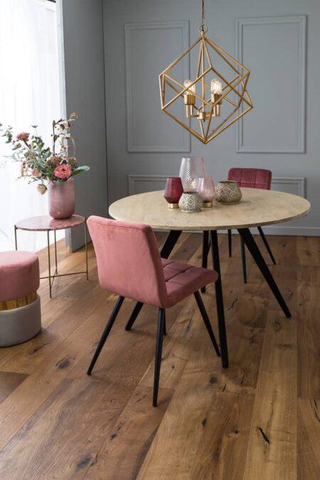 Esszimmer, Esstisch Mango Holz und Esszimmerstühle aus Samt in Rosa