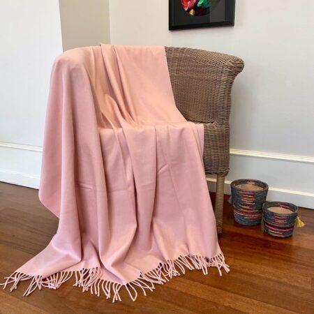Plaid Carma UNI rosé, traumhaft schöne Decke aus Wolle und Cashmere
