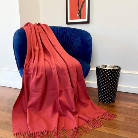 Plaid Carma UNI rot, traumhaft schöne Decke mit Fransen aus Wolle und Cashmere