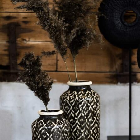 Showroom Dekoration, Vasen Elbas in schwarz+weiss von Light & Living