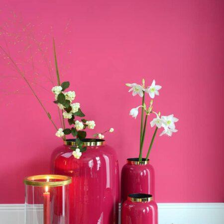 Dekoration von GiftCompany, Kerzenleuchter Gotham und Vase Saigon und rosarot und gold