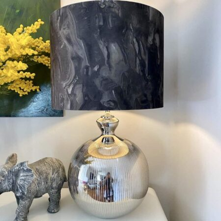 Tischlampe ERDA,prunkvoller Lampenfuss mit Lampenschirm in dunkel grün aus Samt