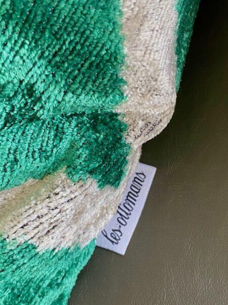 Kissen IKAT grün-weiss aus Seidensamt, vom italienischen Designer von Les Ottomans