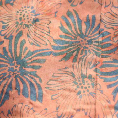 Sarong UBUD pudriges apricot und Blumenmuster in graublau
