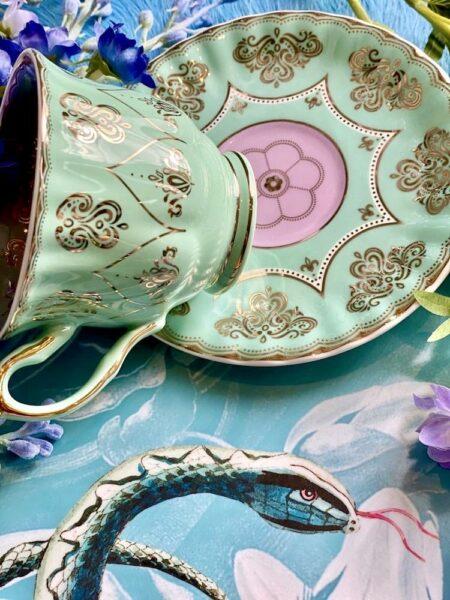 Teetasse mint-rosa, wie aus Alice im Wunderland - extravagantes Geschirr von Pols Potten