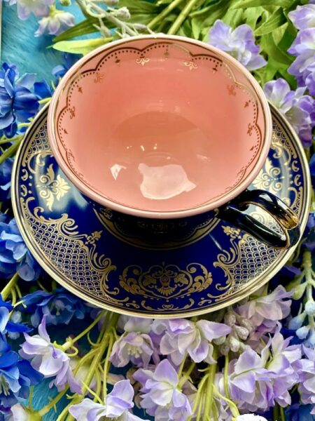 Teetasse Grandpa dunkelbau-rosa, wie aus Alice im Wunderland - extravagantes Geschirr von Pols Potten