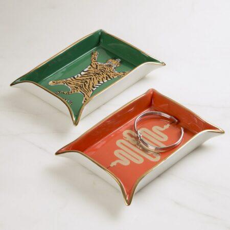 Aufbewahrungsschale SNAKE VALET von Jonathan Adler, Das feine Porzellan in modernem orange und mit goldenen Details ist ein wahrer Eyecatcher.