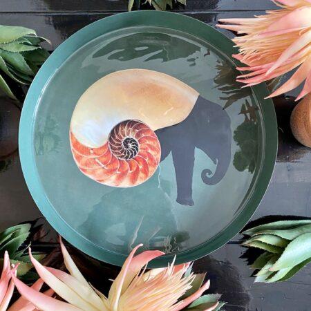 Tablett & Vide-Poche SHELLEPHANT von GANGZAI mit Elefant-Muschel-Design, Eisentablett mit kuriosem Tier-Motiv