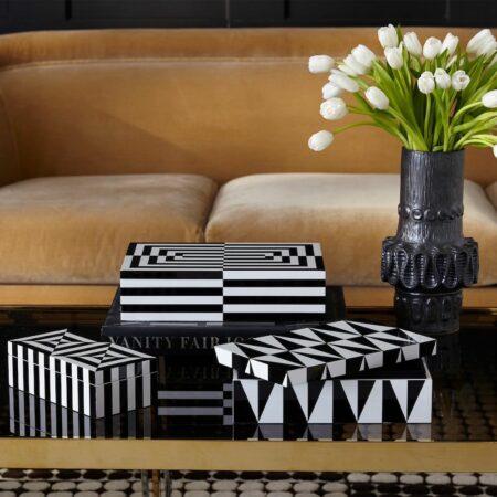 Deko Boxen in schwarz + weiß, Lack Kästchen von Jonathan Adler