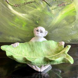 Monkey Leaf Dekoschale, luxuriöse Keramik mit liebevollen Affe von Les Ottomans