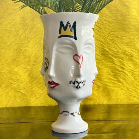 Vase MUSE DORA, Gefertigt aus mattem Porzellan ist die Vase das Glamouröse Highlight in Ihrem Wohnraum.