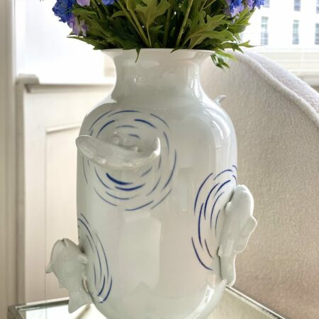 Vase 'Fish Pond Blue' Ø35x50 cm, Die Porzellanvase ist prunkvoll und groß - ein absolutes Unikat.