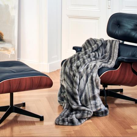 Decke Plaid NERZ shadow von Carma, Unterfüttert mit Kaschmir und Schurwolle. Hochwertiger Webpelz - gönnen Sie sich etwas Luxus!