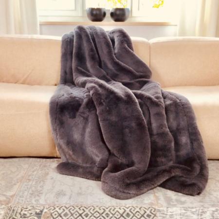 Decke Plaid PUMA basalt von Carma, Mit Kaschmir und Schurwolle. Hochwertiger Webpelz - gönnen Sie sich etwas Luxus!