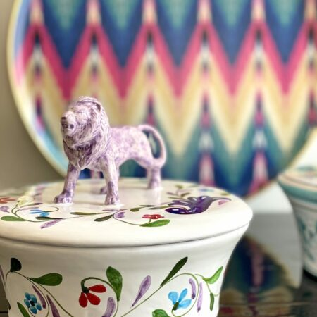 Keramikdose mit Deckel 'MENAGERIE LÖWE', exklusive Keramik von Les Ottomans